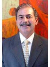 Colina Dental - Dr Oscar Conejo