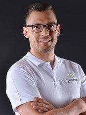 Evergreen Dental - Dr. Veszprémi László - chief dentis